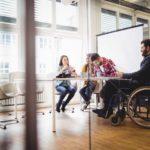 Comment adapter ses locaux professionnels aux personnes à mobilité réduite ?